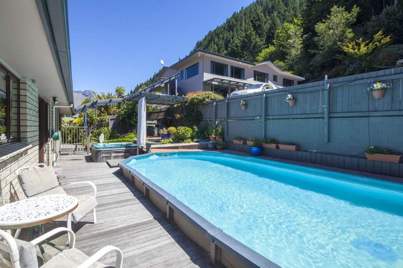 Pool, Coronet View Deluxe B&B and Apartments, Queenstown, Neuseeland Hochzeitsreise