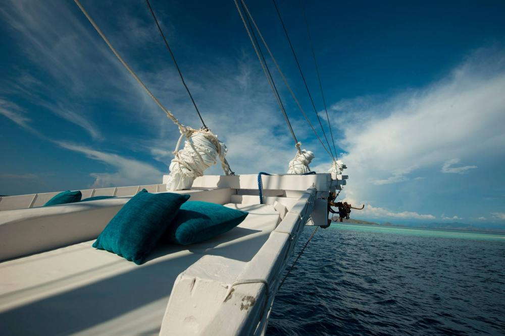 Sitzgelegenheit, ALEXA Private Cruises - Luxury Yacht Charter, Flores, Indonesien Flitterwochen