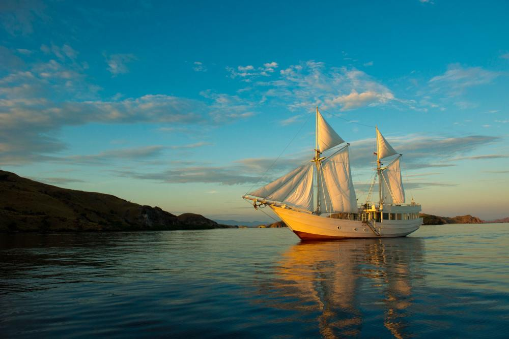 Segeln, ALEXA Private Cruises - Luxury Yacht Charter, Flores, Indonesien Flitterwochen