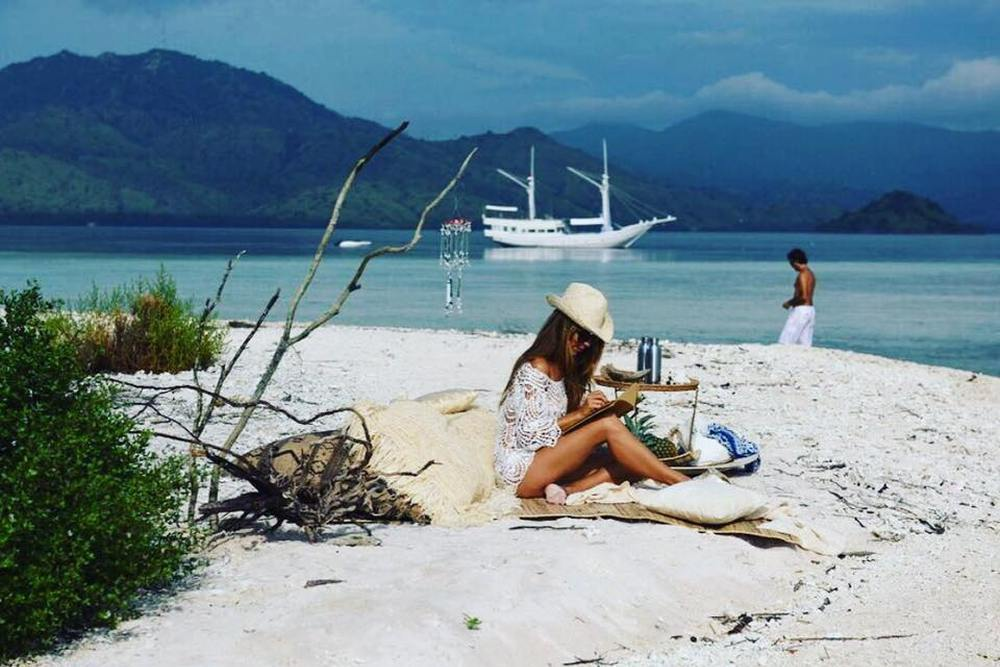 Auszeit am Strand, ALEXA Private Cruises - Luxury Yacht Charter, Flores, Indonesien Flitterwochen